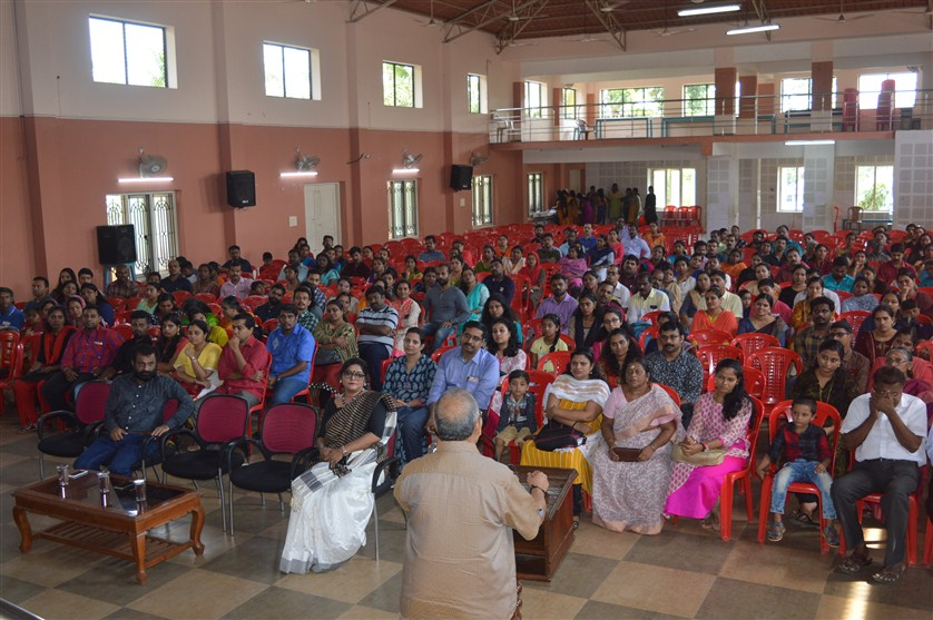 Saraswathi Vidyalaya welcomed its new batch of Lkg students